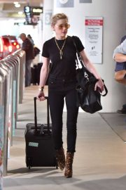 Amber Heard - Arrives at LAX International Airport in LA