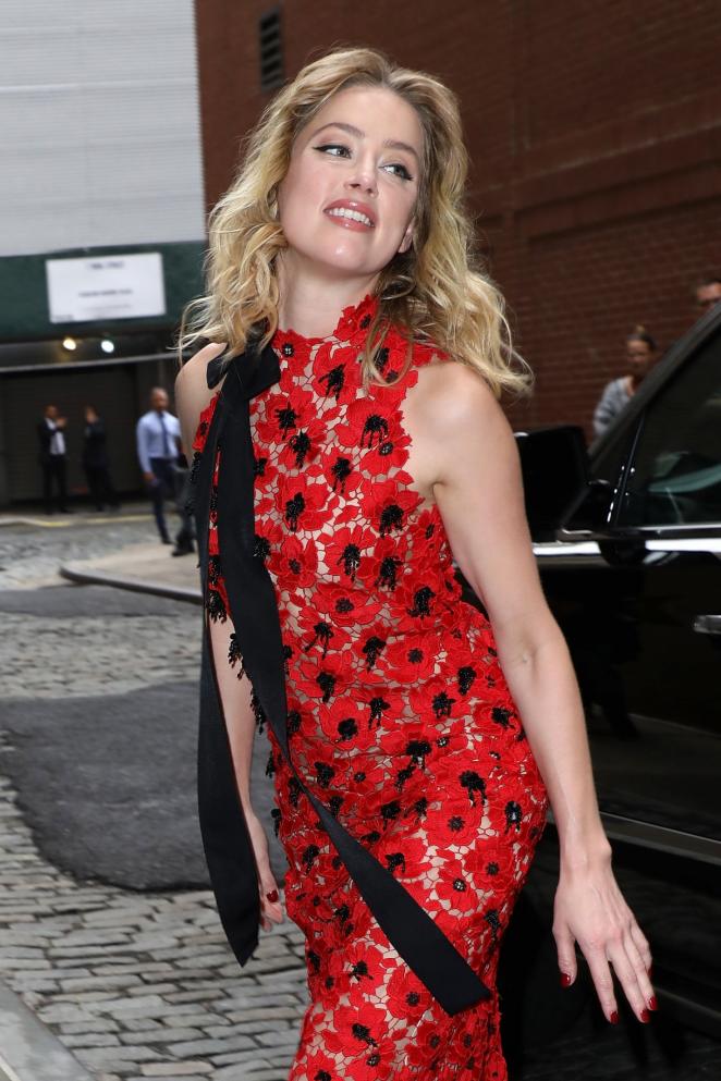 Amber Heard - Arriving at Oscar De La Renta Fashion Show in NY
