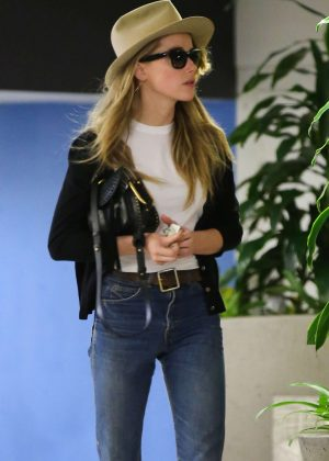 Amber Heard arriving at the Westwood Medical Plaza