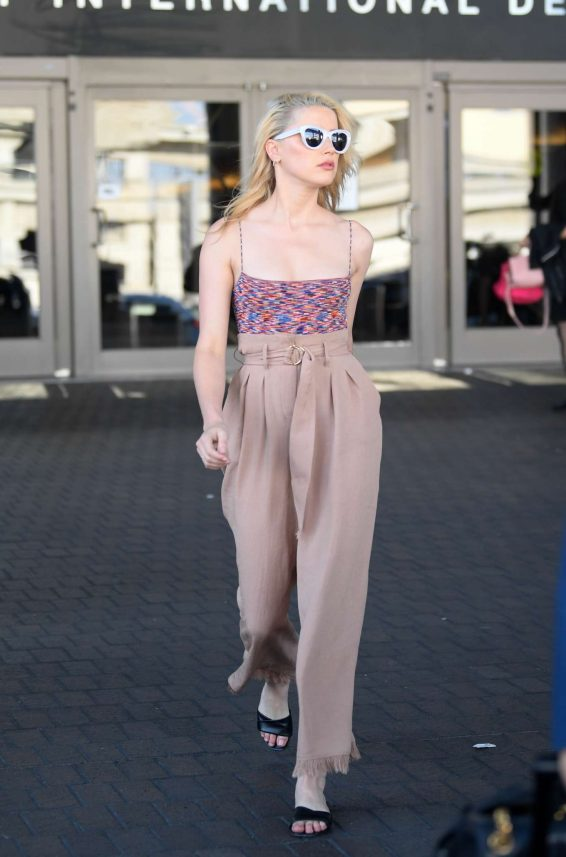 Amber Heard - Arriving to LAX Airport in Los Angeles