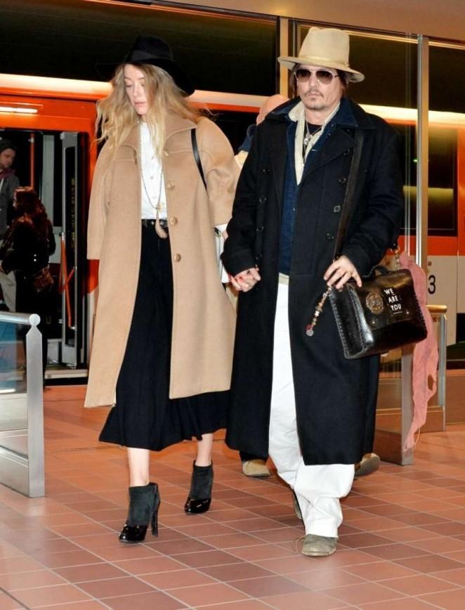 Amber Heard at Tokyo International Airport
