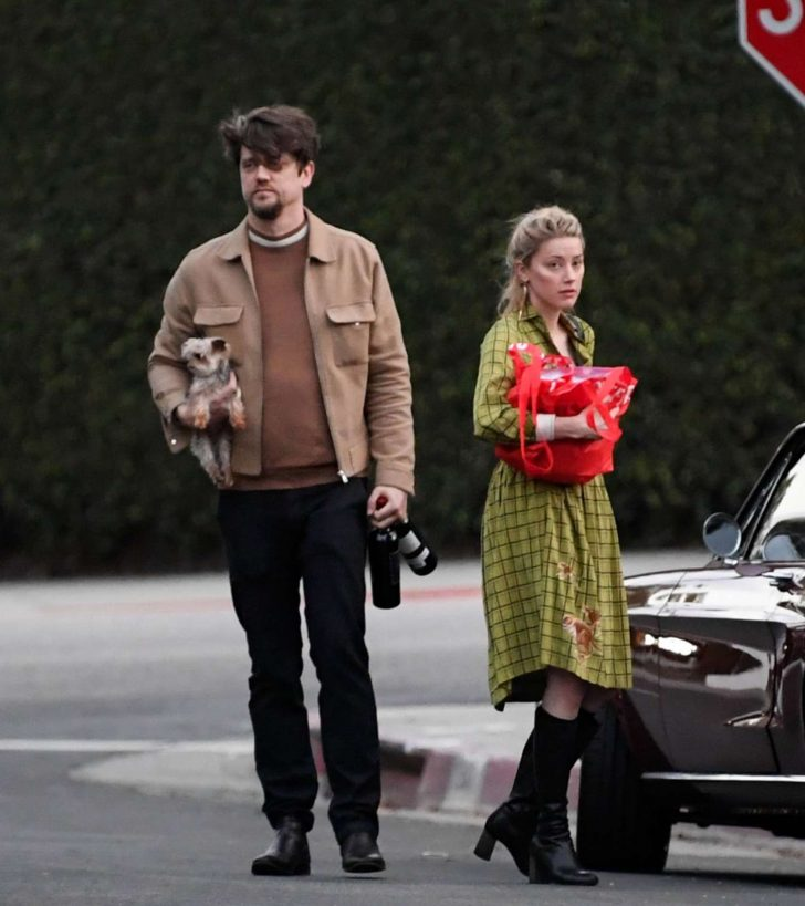 Amber Heard: Heading to a friends place -03