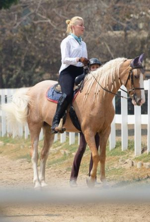 Amber Heard - Horseback ride candids in Los Angeles
