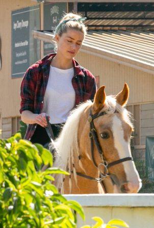 Amber Heard - Horseback riding candids in Los Angeles