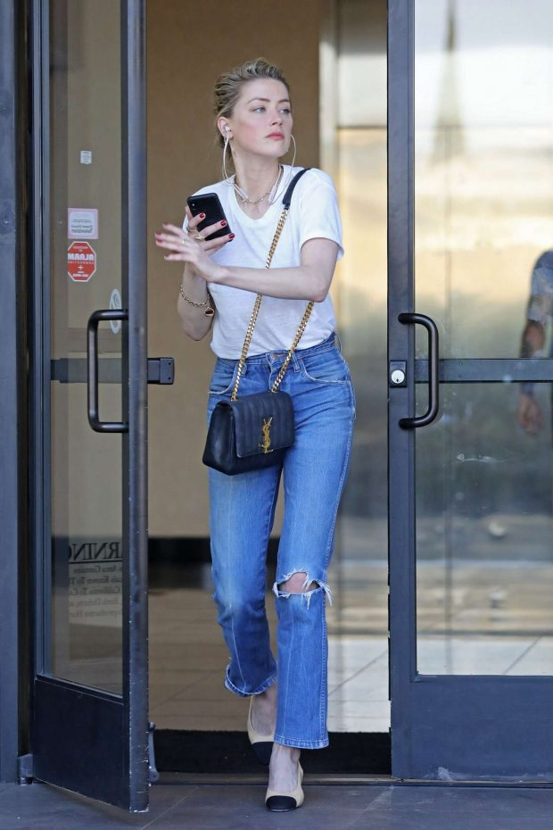 Amber Heard in Jeans and White Shirt -09