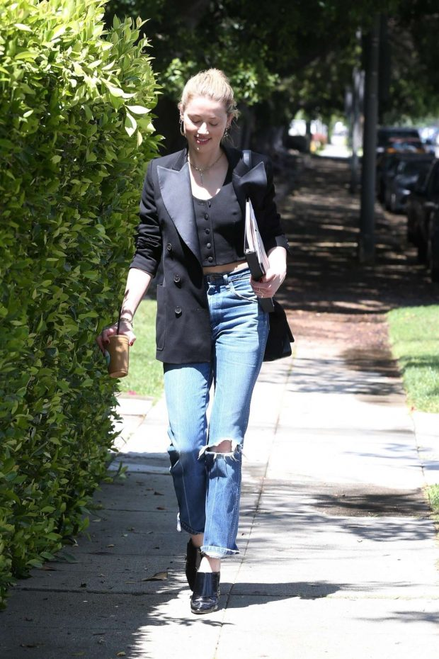 Amber Heard 2019 : Amber Heard in Ripped Jeans -11