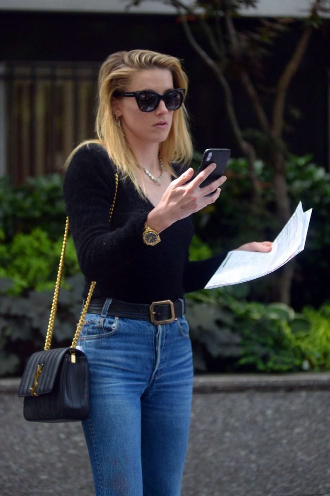 Amber Heard - Leaving a clinic in New York