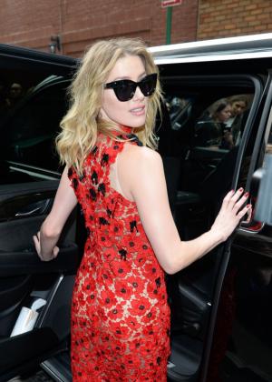 Amber Heard - Leaving Oscar De La Renta Fashion Show in New York