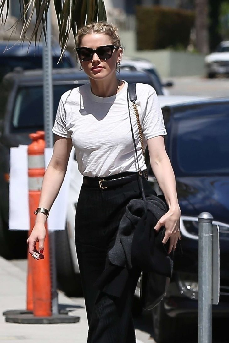 Amber Heard - Meeting a San Vinente Bungalows in West Hollywood