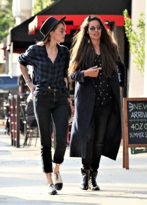 Amber Heard - Out for a stroll in Los Feliz