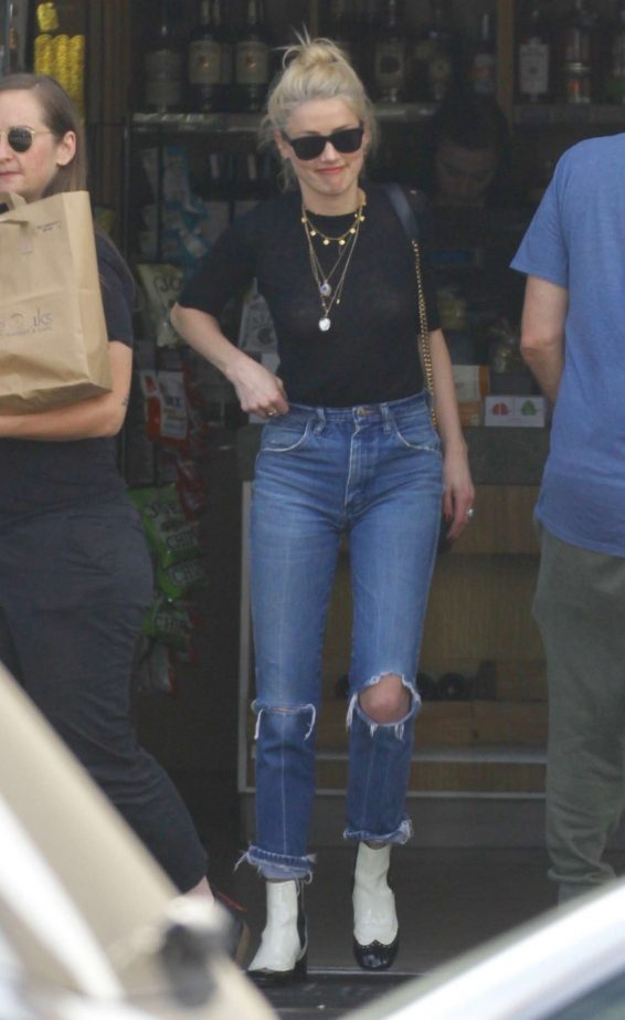 Amber Heard – Out for lunch at The Oaks Gourmet-03