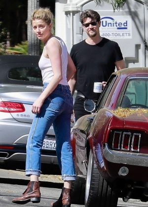 Amber Heard - Parking her car in Los Angeles