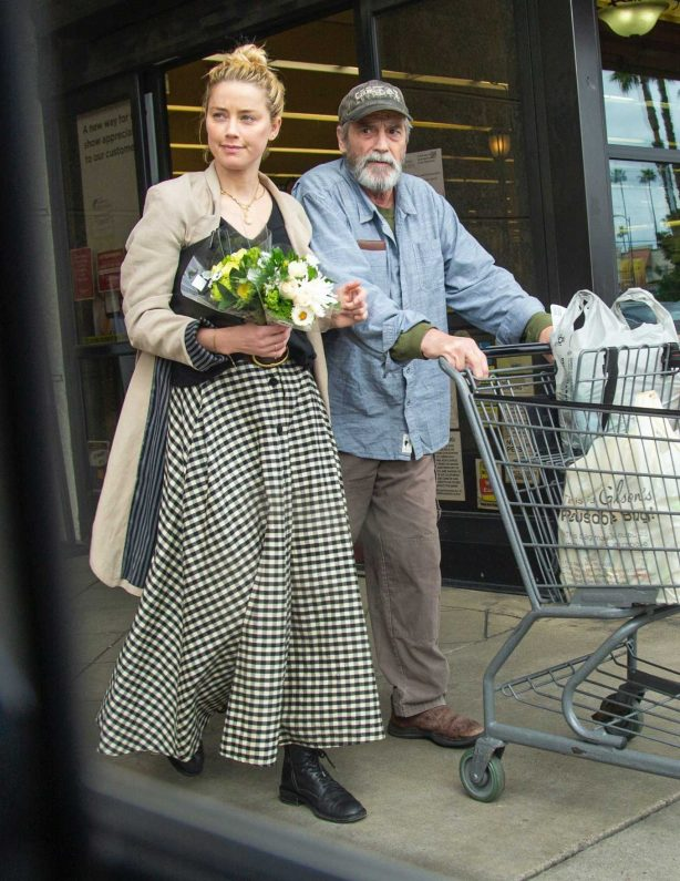 Amber Heard - Shopping with her dad in Los Feliz