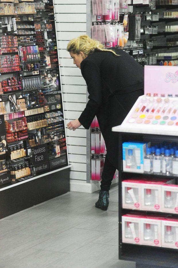Amber Heard: Shops for Drugstore Makeup -02