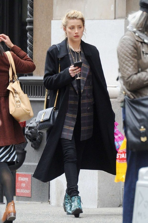 Amber Heard - Shops for Drugstore Makeup in NYC
