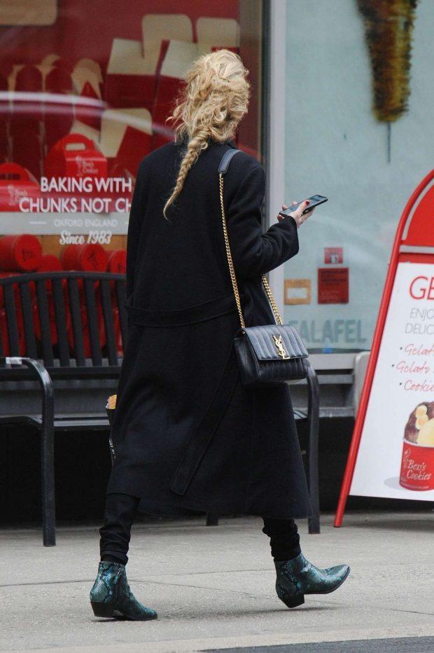 Amber Heard: Shops for Drugstore Makeup -06