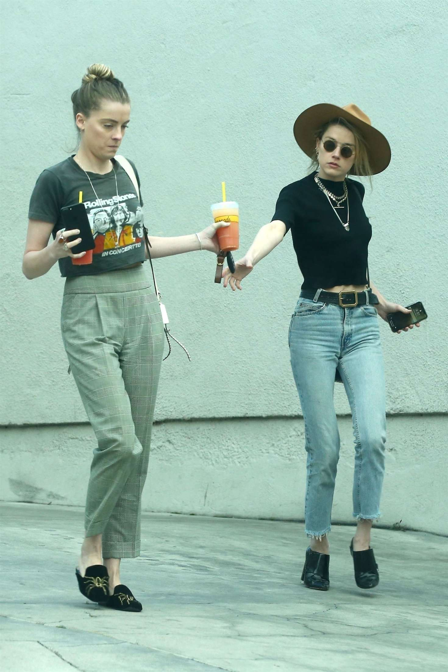 Amber Heard 2018 : Amber Heard with her sister Whitney Heard at a restaurant -02