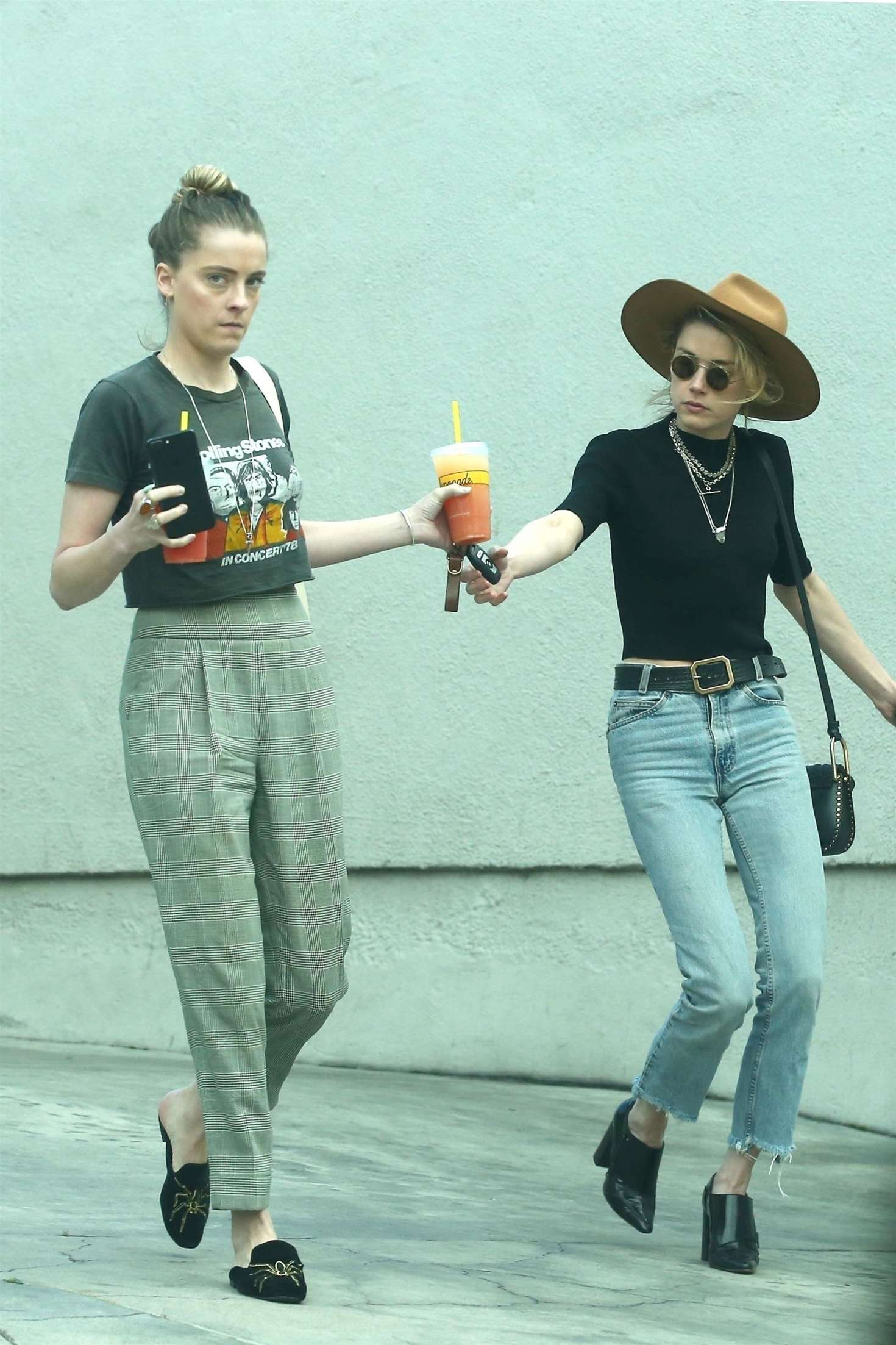 Amber Heard 2018 : Amber Heard with her sister Whitney Heard at a restaurant -03