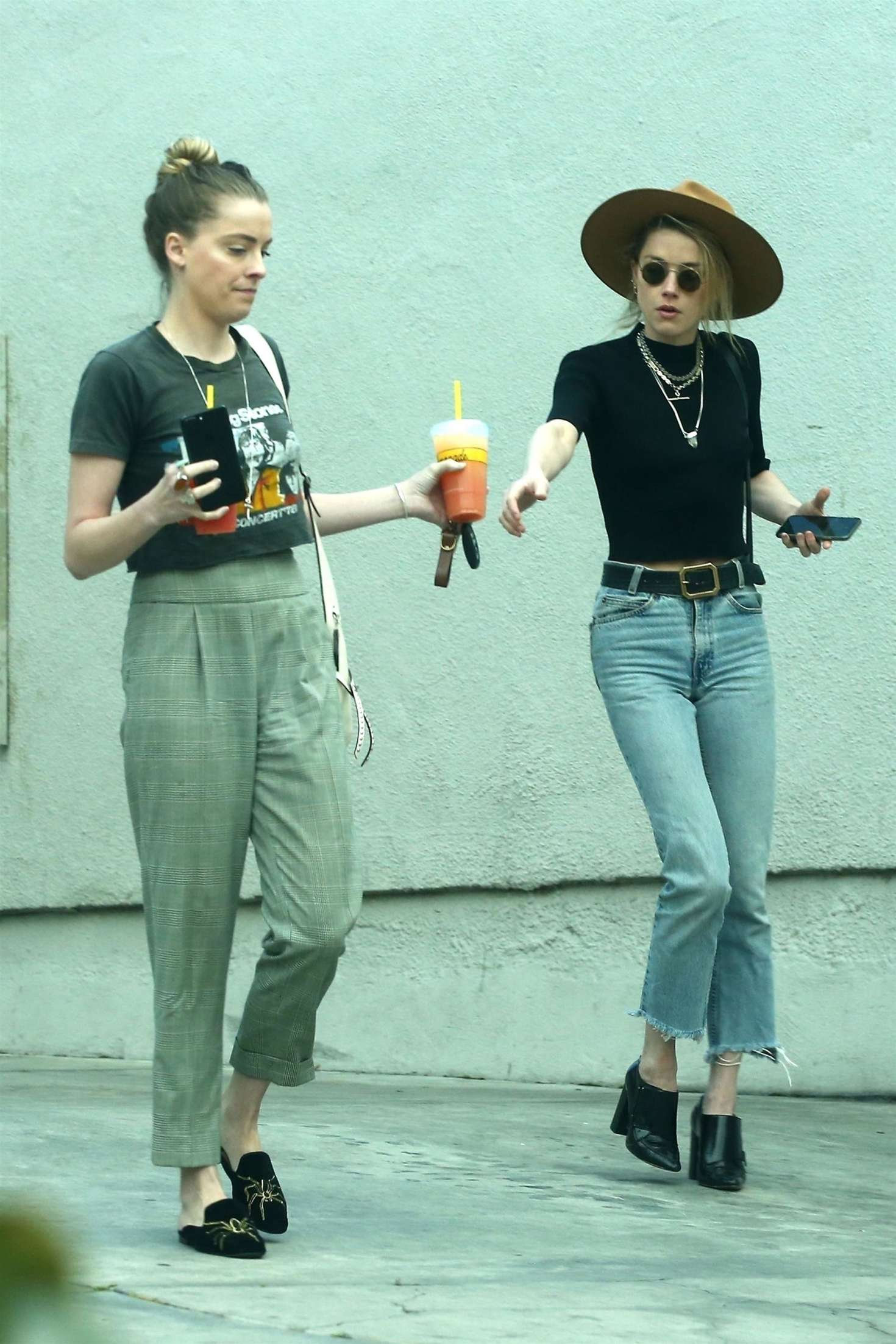 Amber Heard 2018 : Amber Heard with her sister Whitney Heard at a restaurant -04