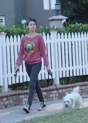 Amber Montana: Walking her dog Elvis -12