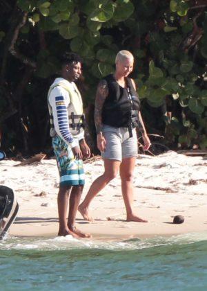 Sofia Richie I >> Amber Rose and boyfriend 21 Savage ride a jet ski in Miami Beach