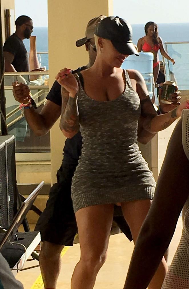 Amber Rose - Dances with Damien Dante Wayans in Trinidad