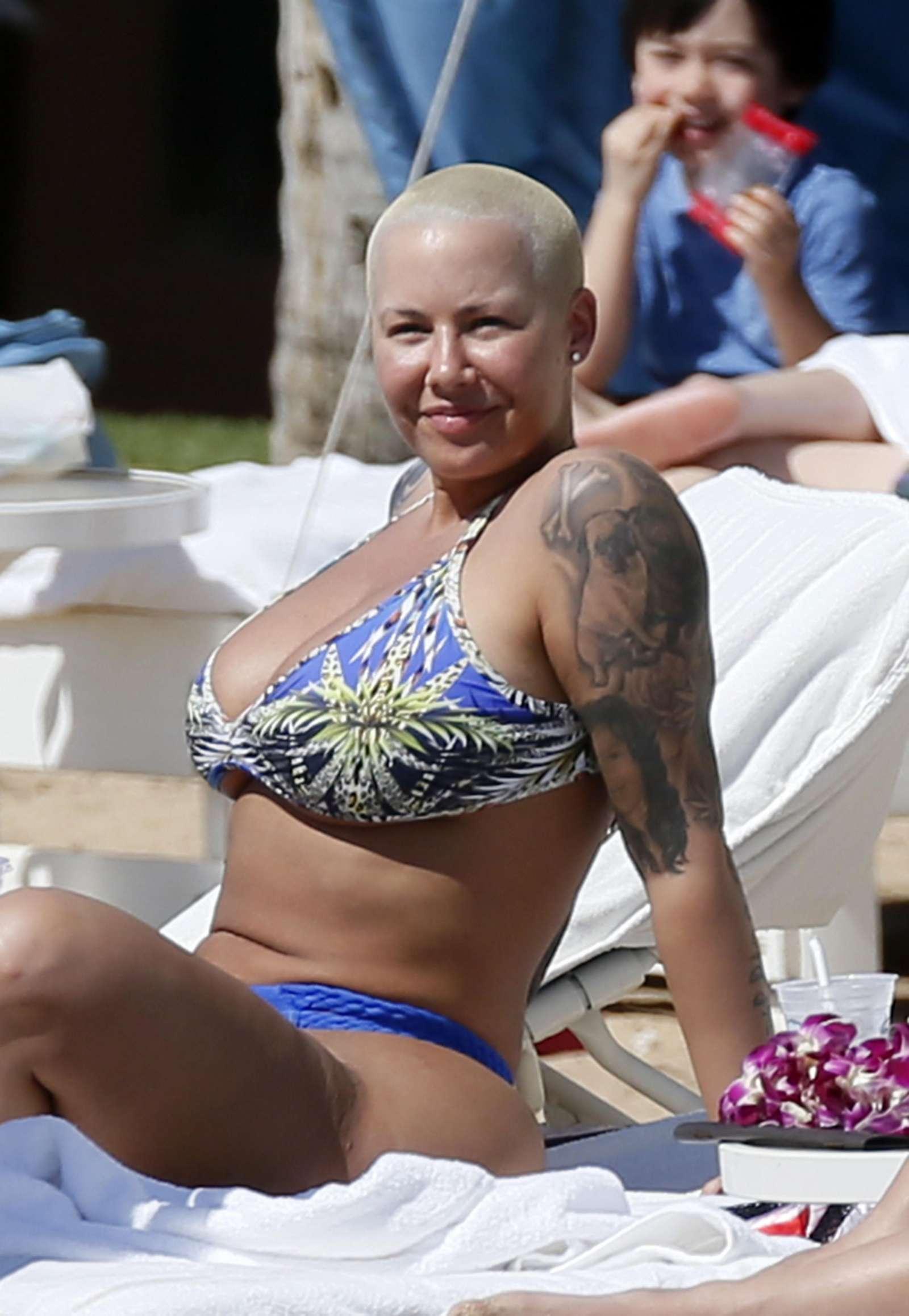 Amber Rose in Bikini at the beach in Honolulu   Amber-Rose-in-Bikini-2017--10
