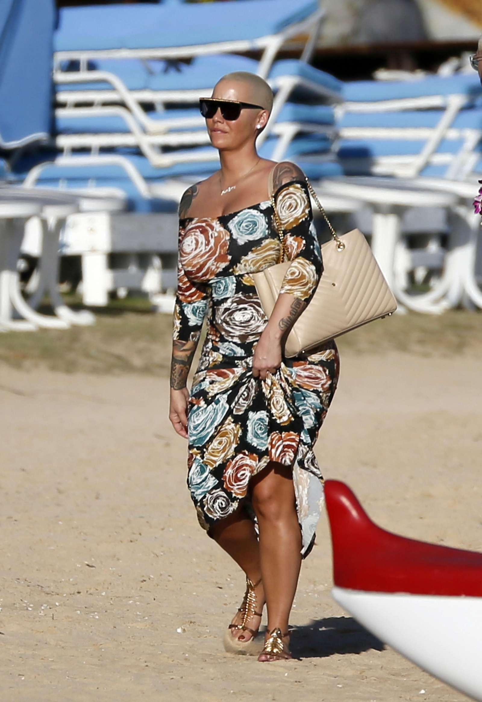 Amber Rose in Bikini at the beach in Honolulu   Amber-Rose-in-Bikini-2017--14