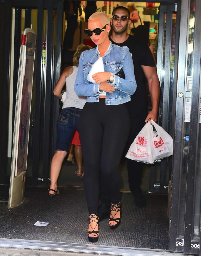 Amber Rose Visiting a CVS Pharmacy -03