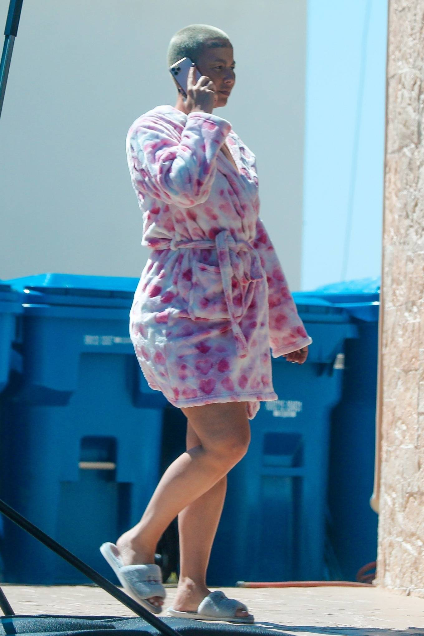 Amber Rose - Walk around her neighborhood in LA