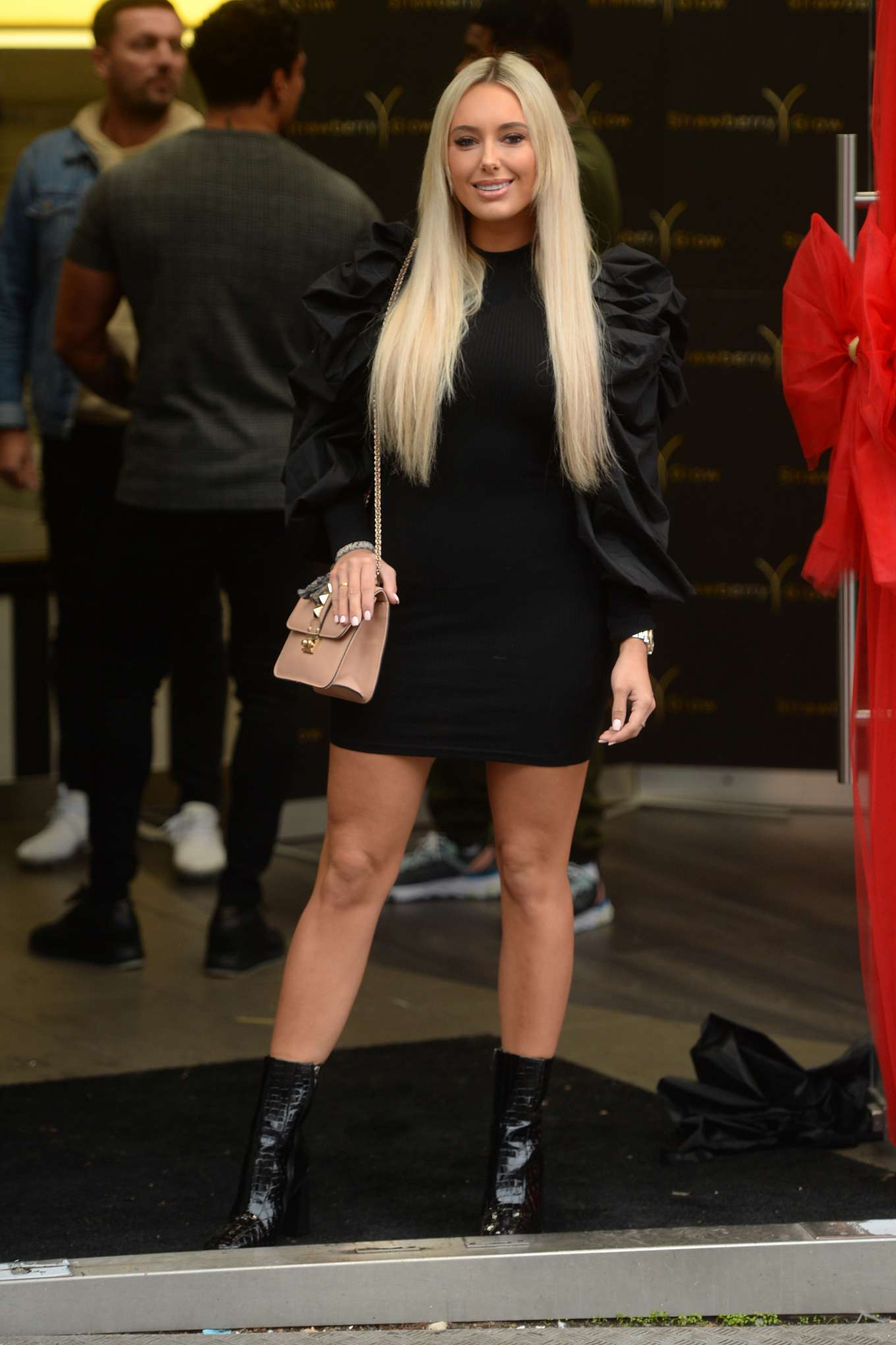 Amber Turner 2019 : Amber Turner – Arrives at Strawberry Glow Launch Party-02
