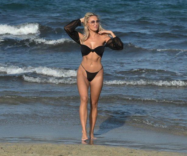 Amber Turner - Bikini candids in Dubai