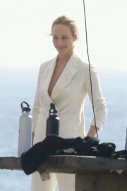 Amber Valletta - Doing a photoshoot at a beach in Malibu