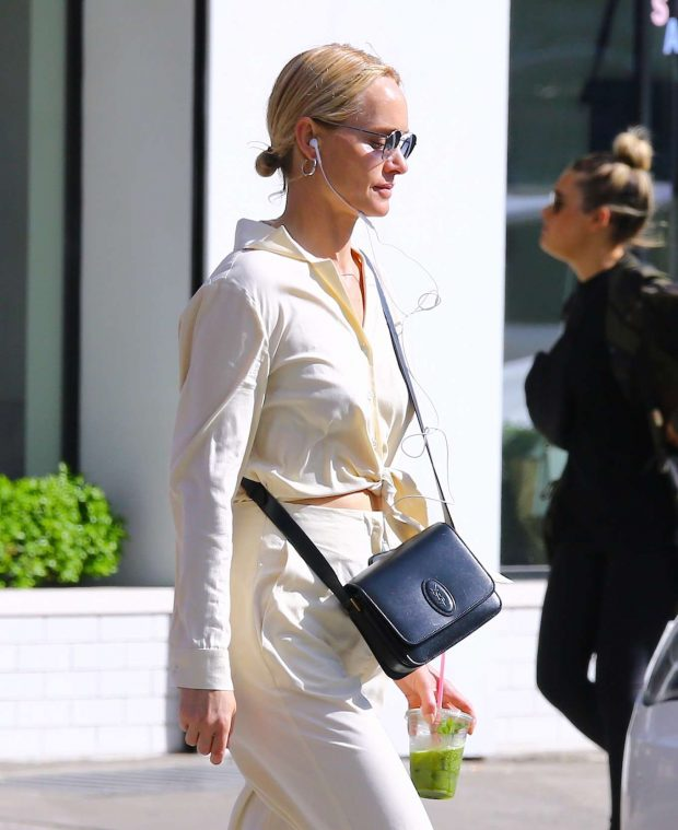 Amber Valletta: Out in Soho -01