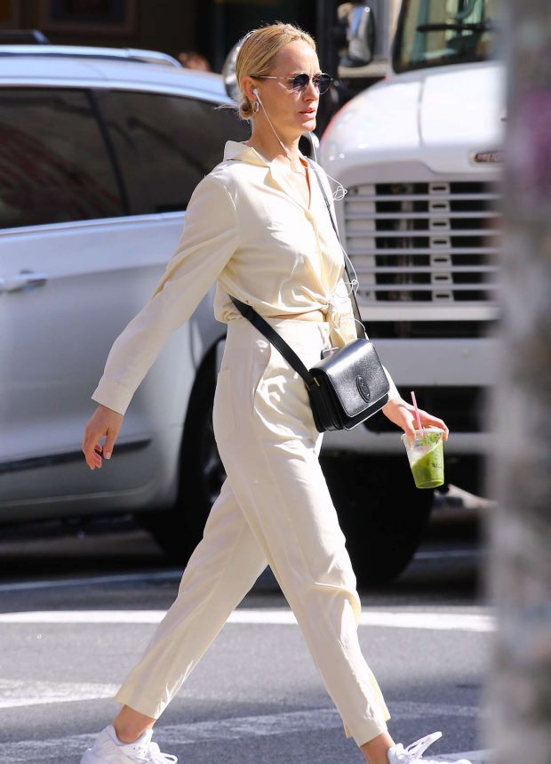 Amber Valletta - Out in Soho, New York