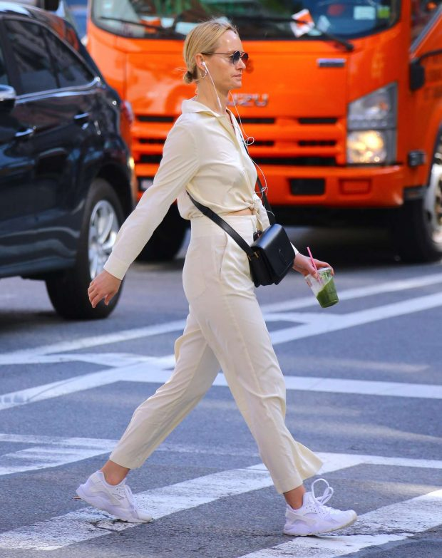 Amber Valletta: Out in Soho -04
