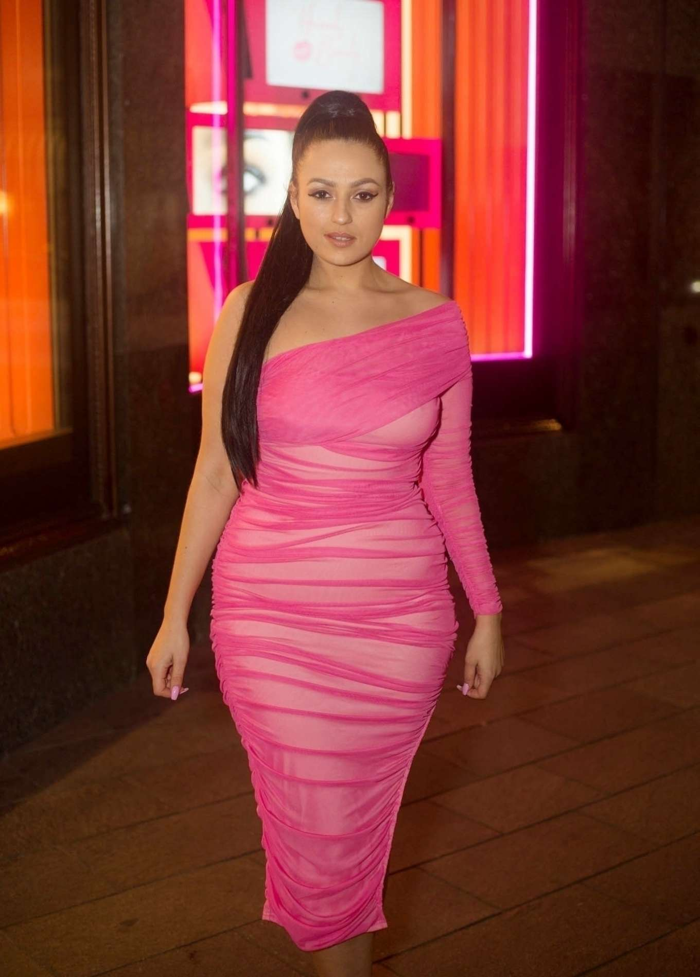 Amel Rachedi 2020 : Amel Rachedi seen waiting outside Harrods -04