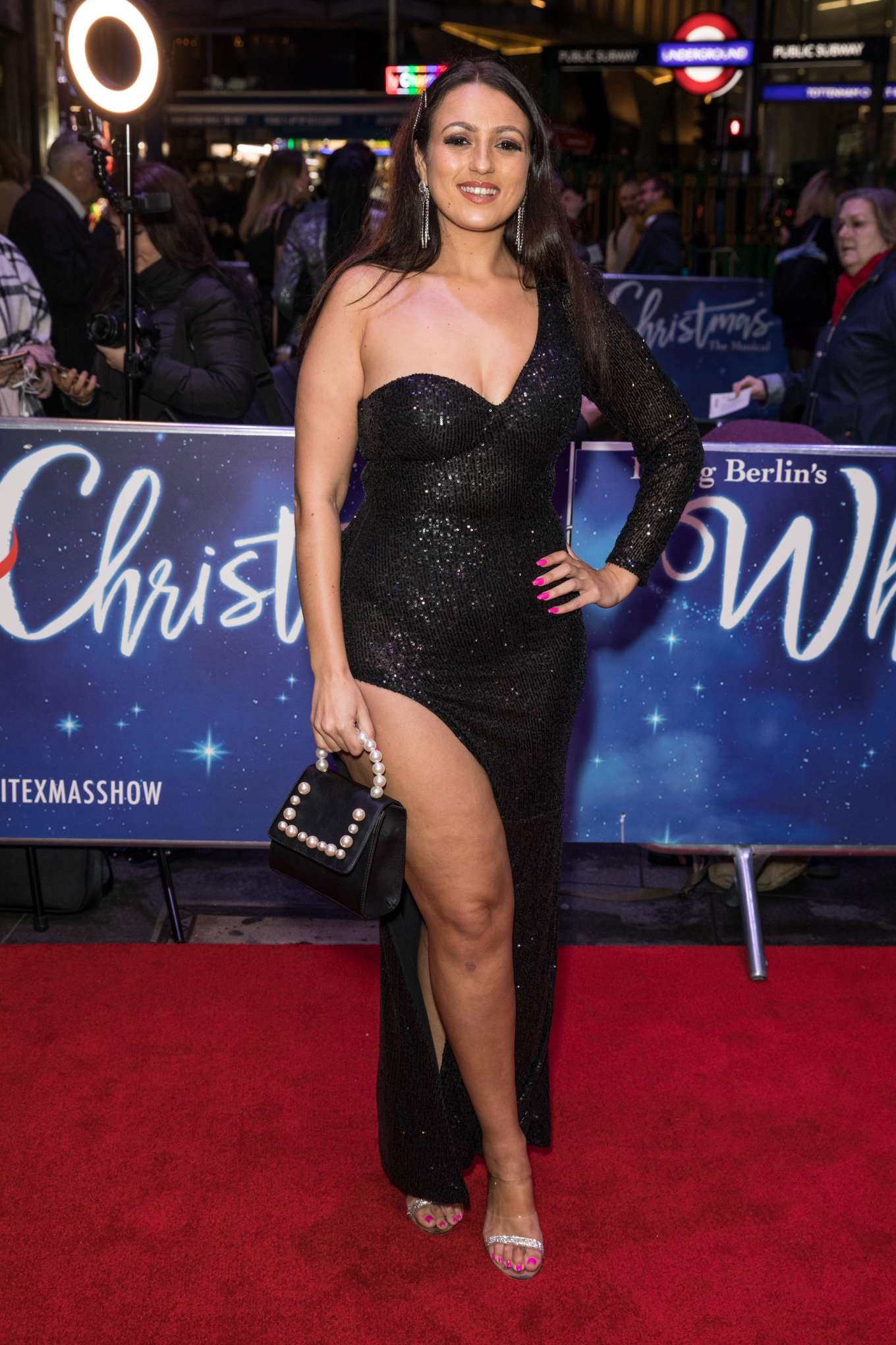 Amel Rachedi 2019 : Amel Rachedi – White Christmas Musical Press Night-02