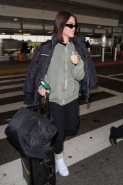 Amelia Gray Hamlin - Spotted at LAX in Los Angeles