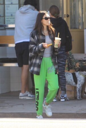 Amelia Gray Hamlin - Steps out with friends in Hollywood