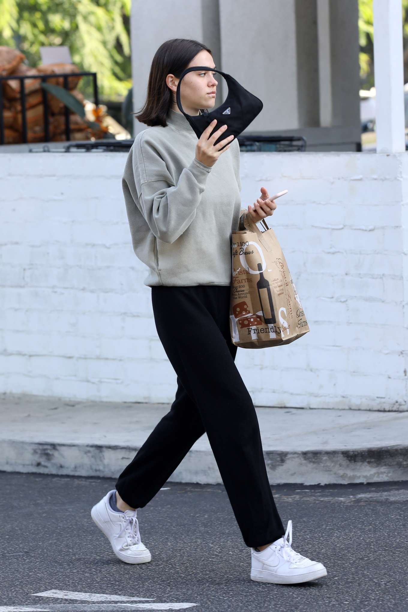 Amelia Hamlin 2019 : Amelia Hamlin – Leaving Bristol Farms-23
