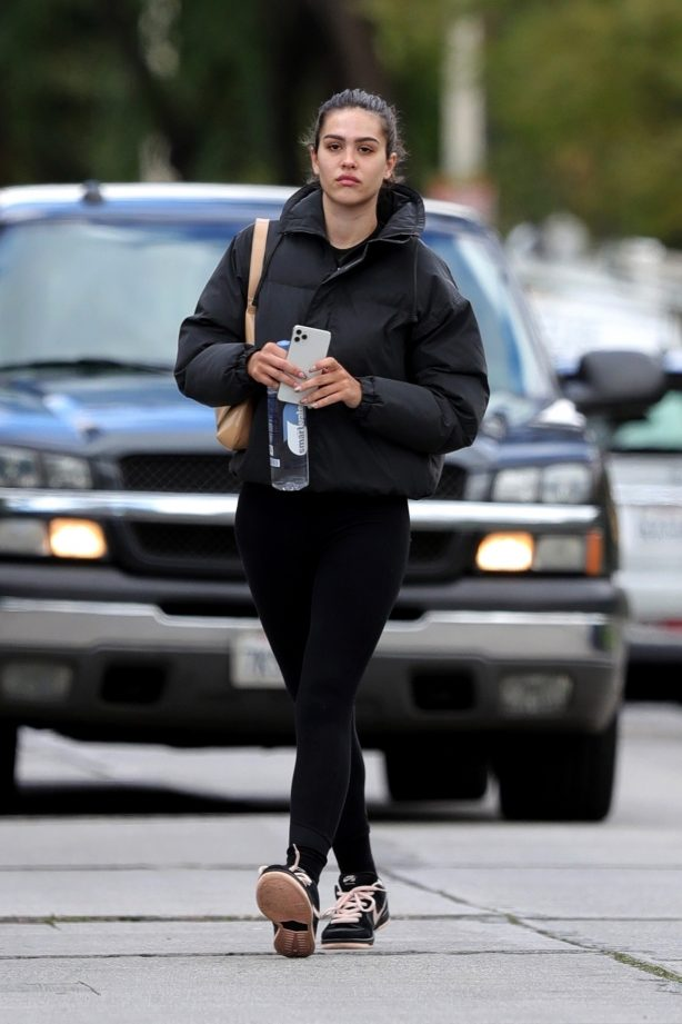 Amelia Hamlin - Out in ALO Yoga leggings and Nike Dunks in West Hollywood