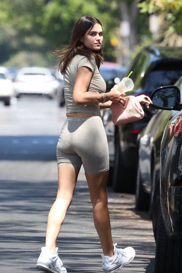 Amelia Hamlin - Seen walking her dog in Los Angeles
