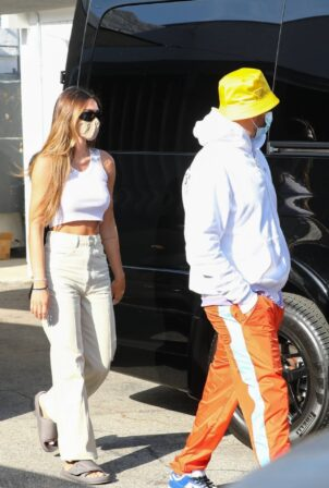 Amelia Hamlin - Seen with Scott Disick as they visit Meche Salon in Beverly Hills