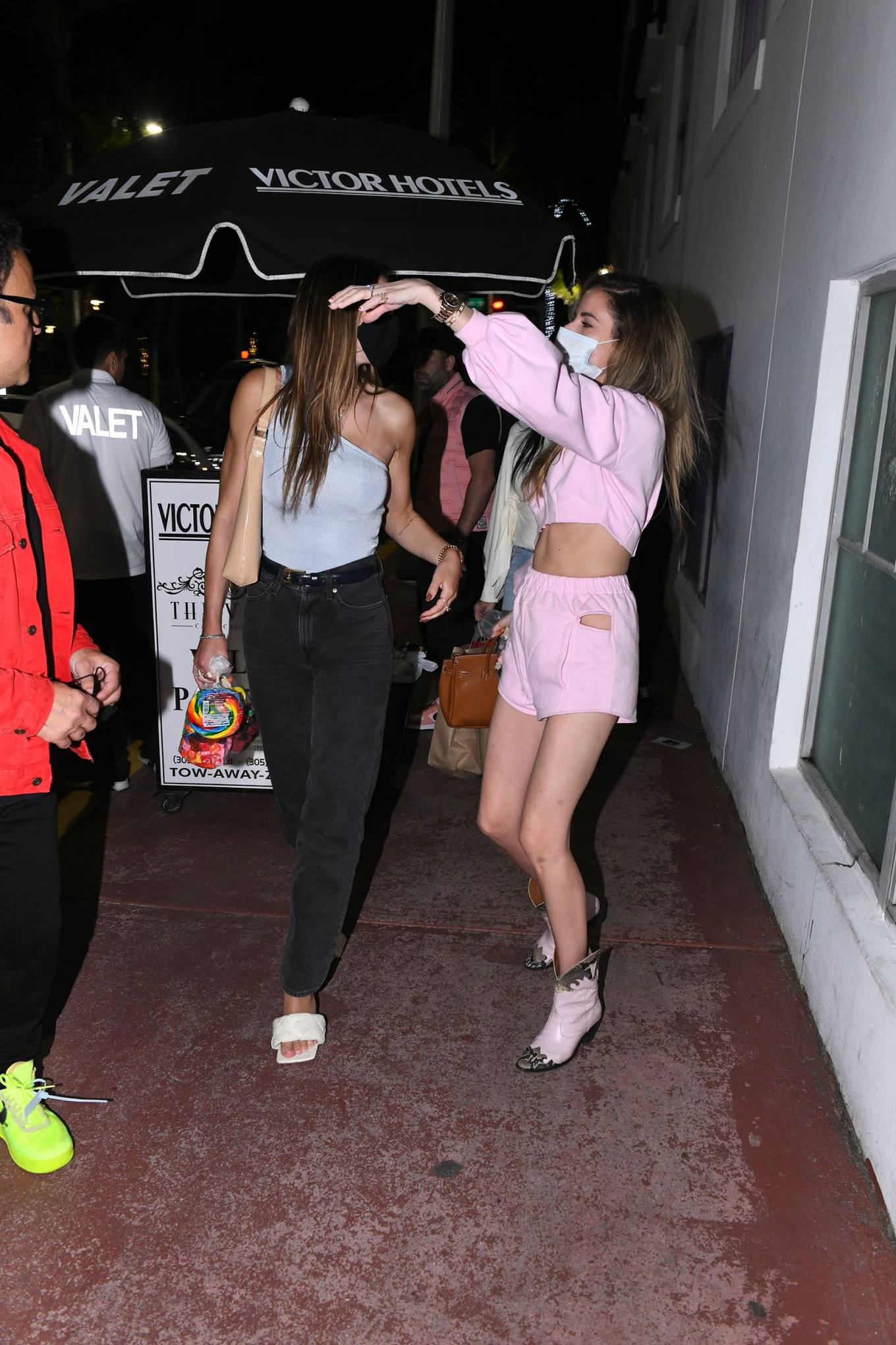Amelia Hamlin - With friends at Sugar Factory on Ocean Drive in Miami