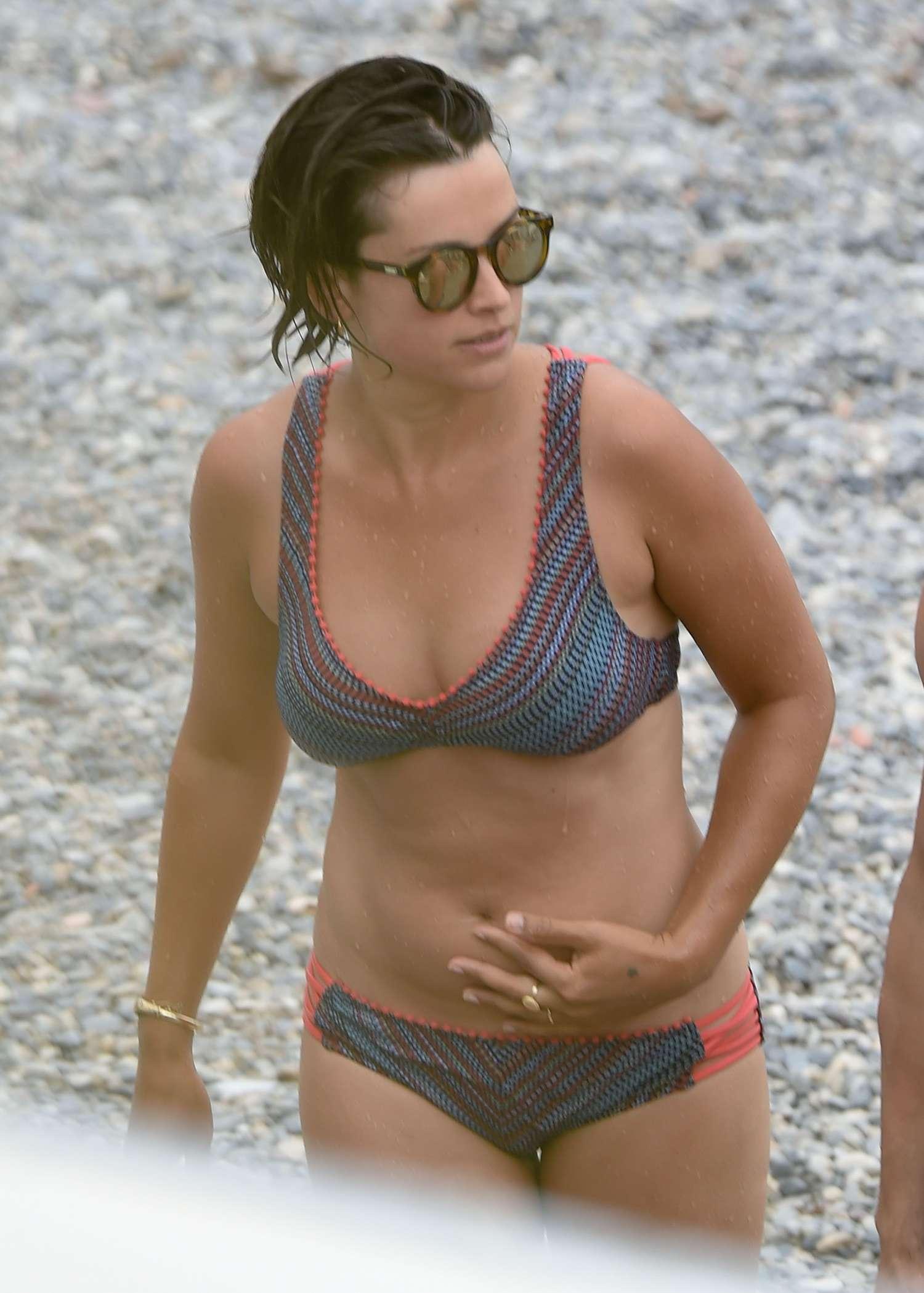 Fotos de amelia vega en bikinis 27