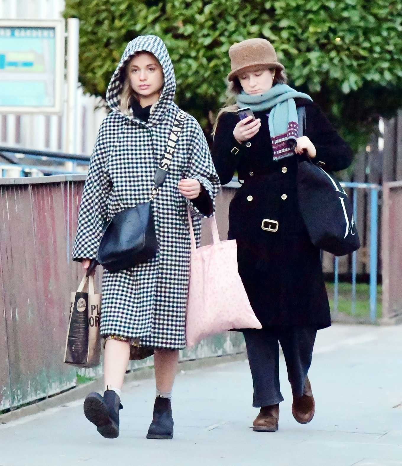 Amelia Windsor 2020 : Amelia Windsor – Looks stylis while out in the trendy area of Notting Hill-09