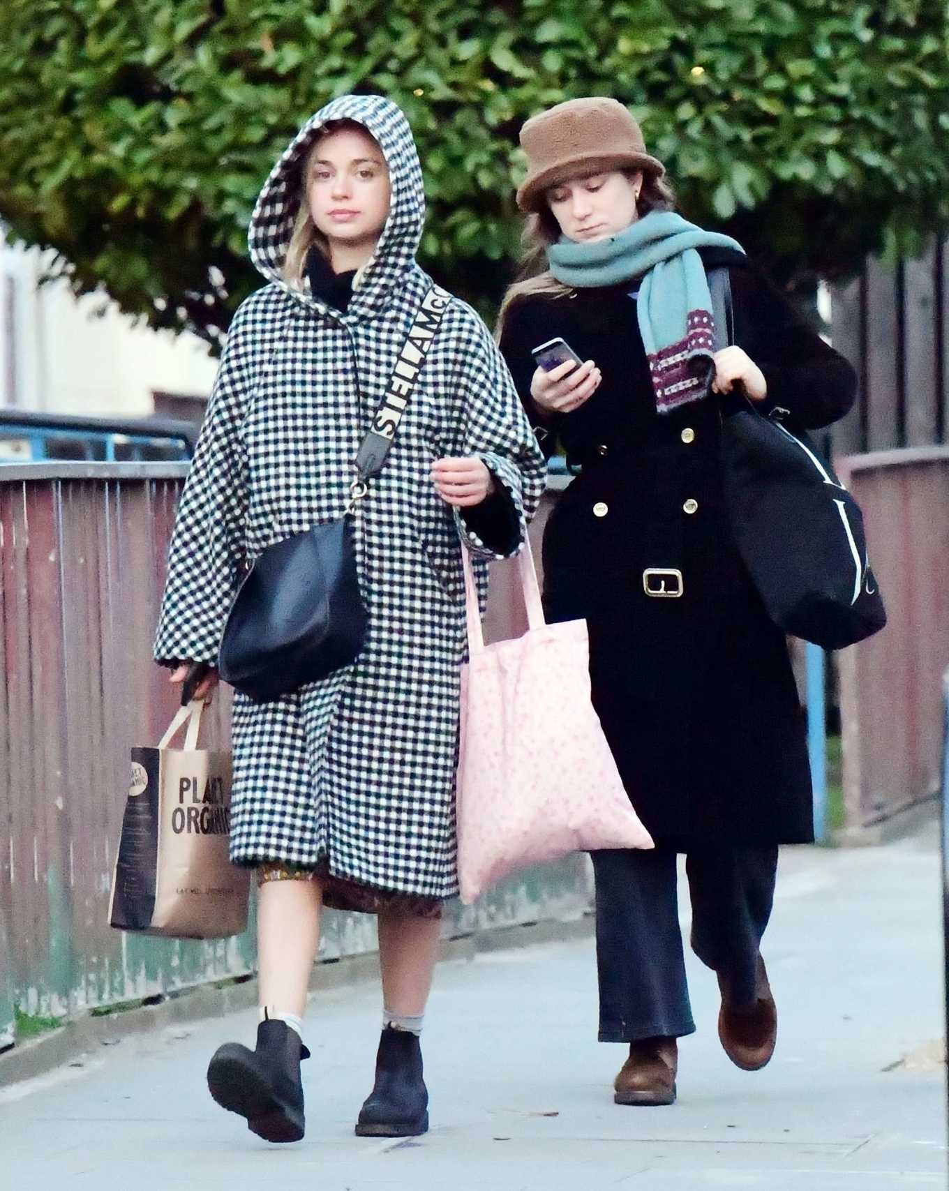 Amelia Windsor 2020 : Amelia Windsor – Looks stylis while out in the trendy area of Notting Hill-12