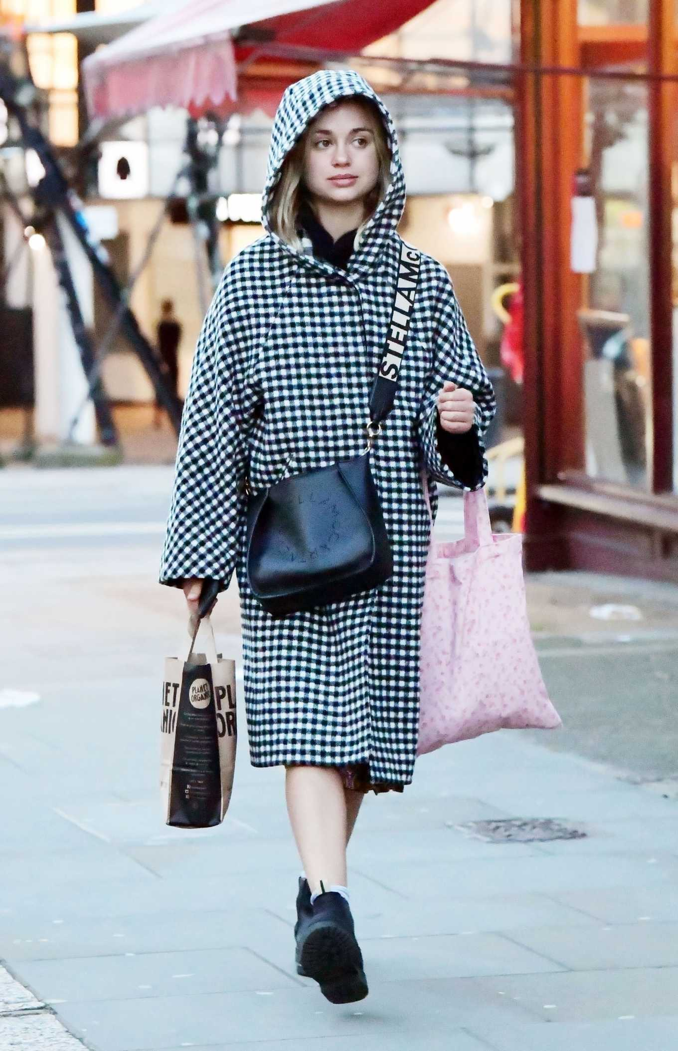 Amelia Windsor 2020 : Amelia Windsor – Looks stylis while out in the trendy area of Notting Hill-14