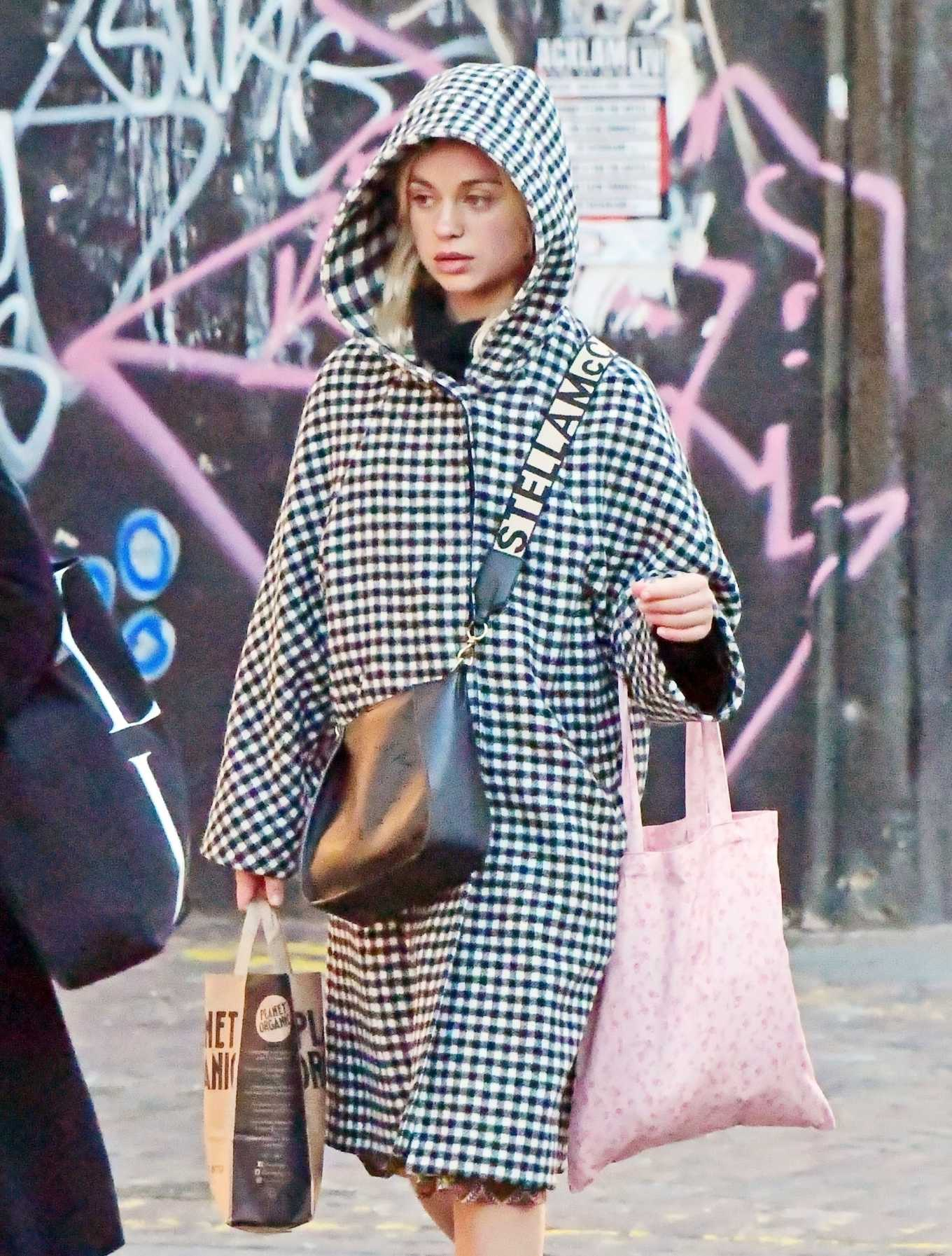 Amelia Windsor 2020 : Amelia Windsor – Looks stylis while out in the trendy area of Notting Hill-27